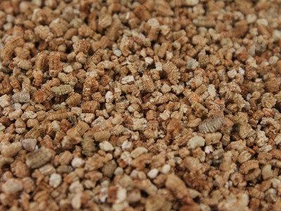 Sustrato mineral de vermiculita para cultivos caseros urbanos ecológicos y huertos hidropónicos en casa aquí puedes elegir el más conveniente en Tipo de sustrato para hidroponía